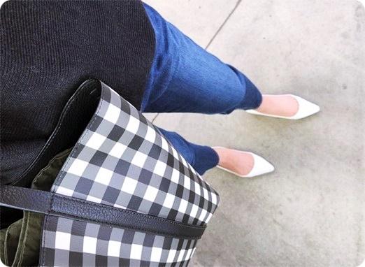 ファッションコーデ ZARA ギンガムチェックバッグ×ホワイトパンプス