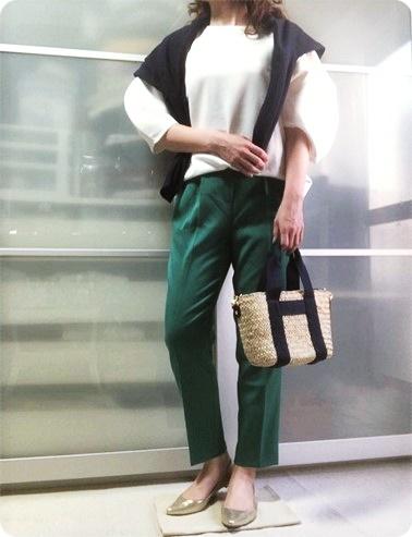 ファッションコーデ カラーパンツ グリーン しまむら かごバッグ