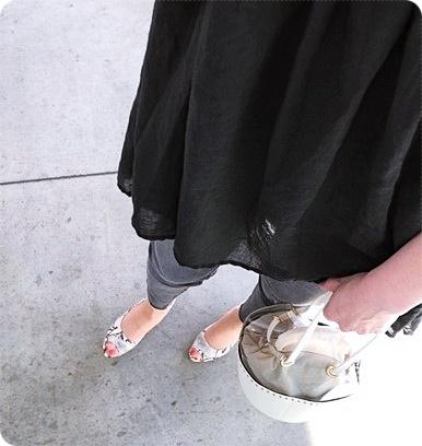 プチプラファッション コーデ 大人カジュアル パイソンサンダル