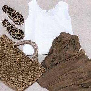 ファッションコーデ ノースリーブニット×リネンロングスカート