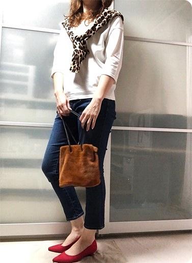 ファッションコーデ レオパードカーデ×ファー巾着バッグ