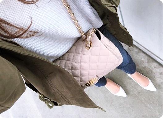 ファッションコーデ ミリタリーコート×ホワイトパンプスコーデ