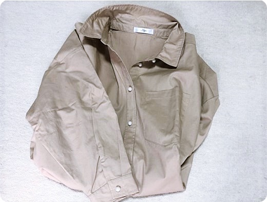 シャツ 襟抜き パールボタン