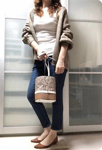 ファッションコーデ 30代ファッション ローゲージニット 無印リブタンクトップ