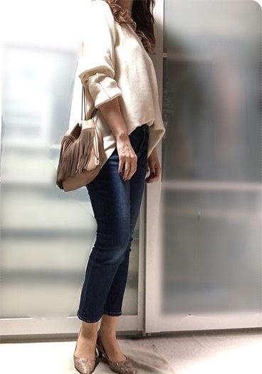 ファッションコーデ 30代ファッション H&M ニット フリンジ巾着バッグ