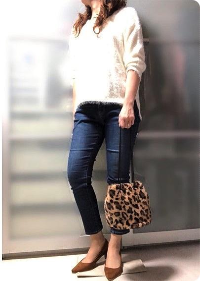 ファッションコーデ シャギーニット×ファー巾着バッグ