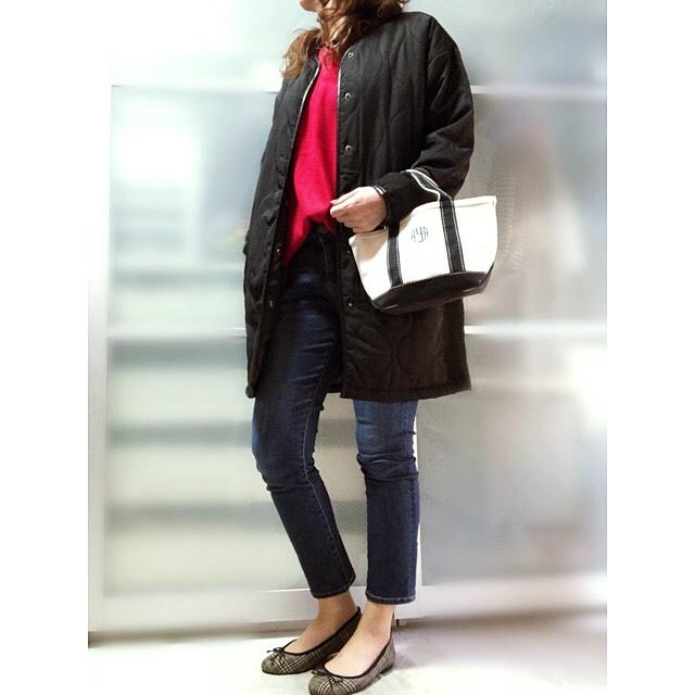 ファッションコーデ しまむら キルティングコート 赤ニット