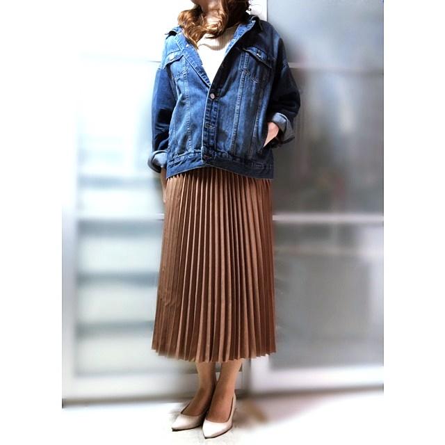 プチプラ ファッションコーデ プリーツスカート デニムジャケット